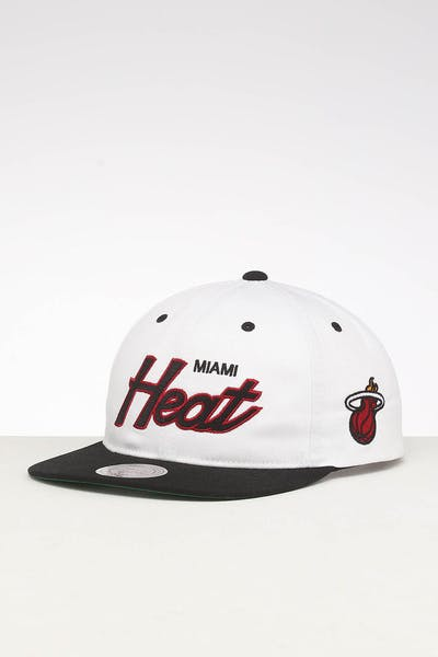 new style 6d8f3 66ad4 Mitchell   Ness Miami Heat Deadstock Snapback White Black ...