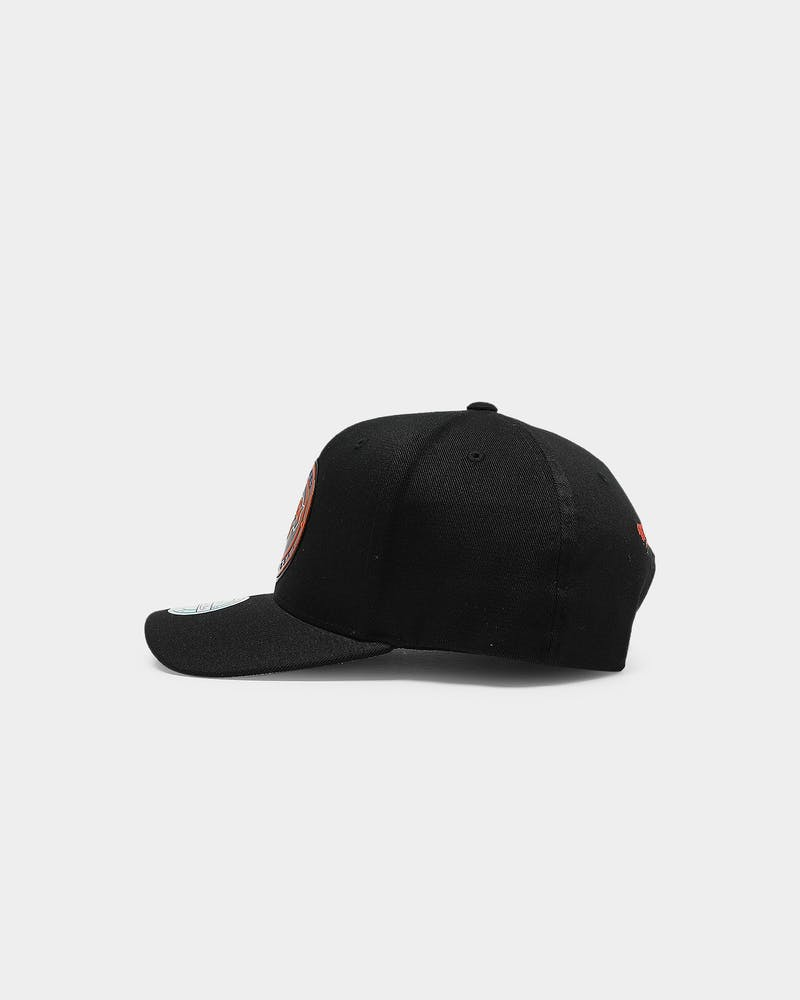 Mitchell & Ness New York Knicks Circle Weald 110 PP Snapback Black