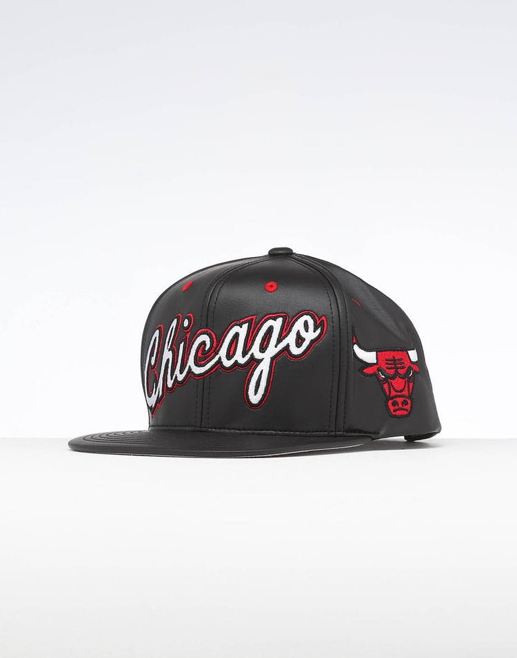 3d2cd6783ca13 Mitchell   Ness Chicago Bulls Rapid Snapback Black – Anexas