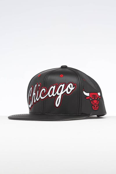 29e5543215e51 Mitchell   Ness Chicago Bulls Rapid Snapback Black