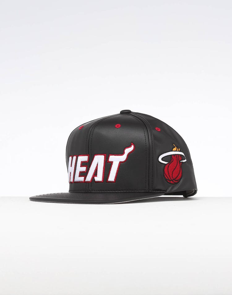 save off 14803 c9b5e Mitchell   Ness Miami Heat Rapid Snapback Black – Culture Kings