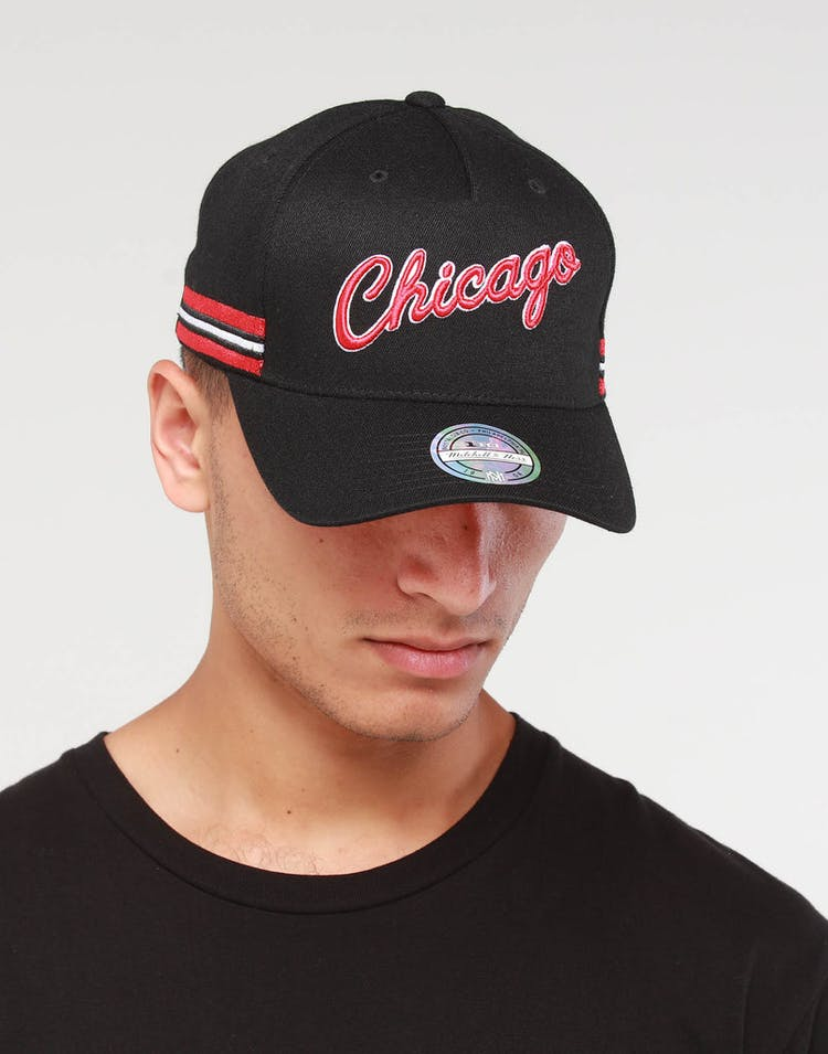 outlet store f84ea a8312 Mitchell   Ness Chicago Bulls WRDMRK 110 Snapback Black – Culture Kings