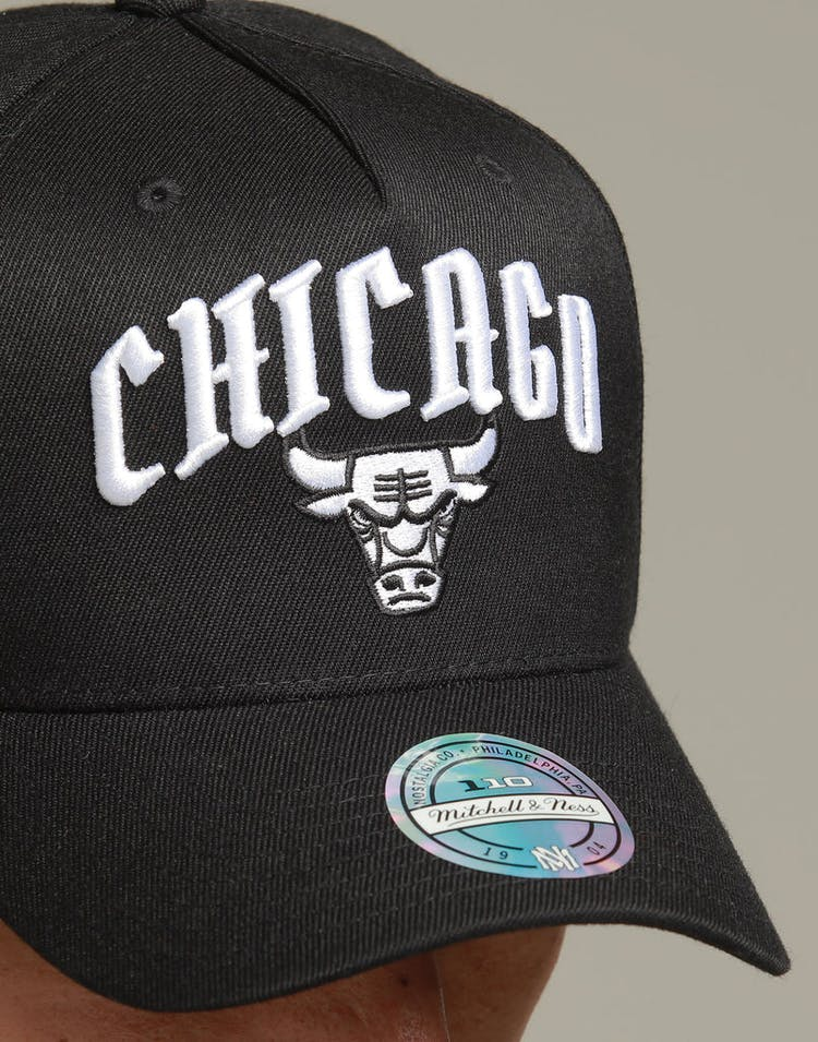 online store ad30d 53dde Mitchell   Ness Chicago Bulls City Script 110 Snapback Black