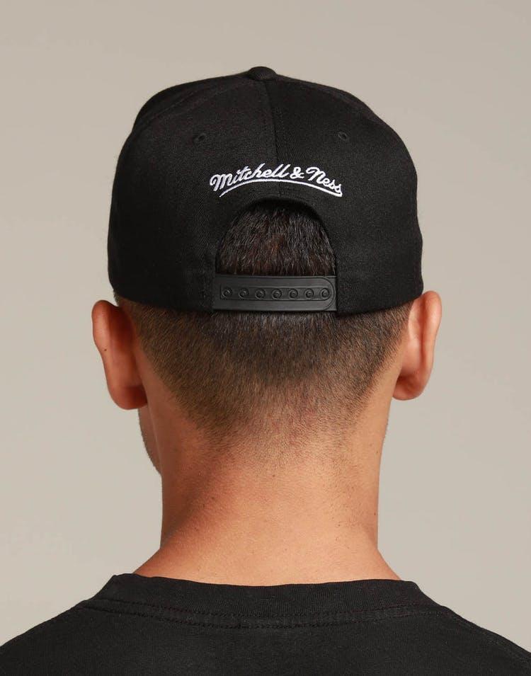 online store fa1e8 ba675 Mitchell   Ness Chicago Bulls City Script 110 Snapback Black