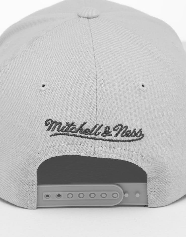d0499277 Mitchell & Ness Los Angeles Lakers Mist High Crown 110 Snapback Off White