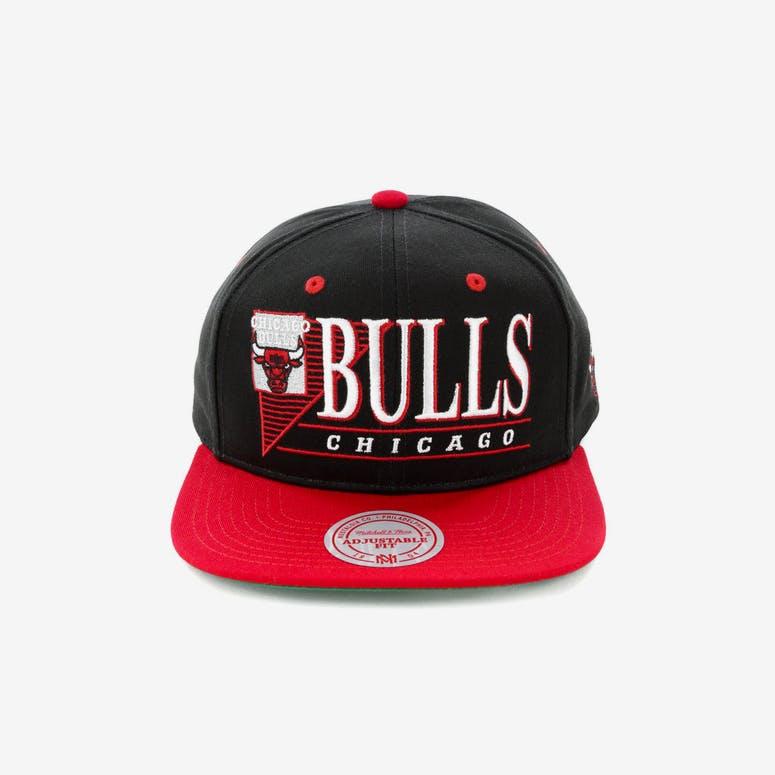 d0013280c10 Mitchell   Ness Chicago Bulls Horizon Snapback Black Red – Culture Kings