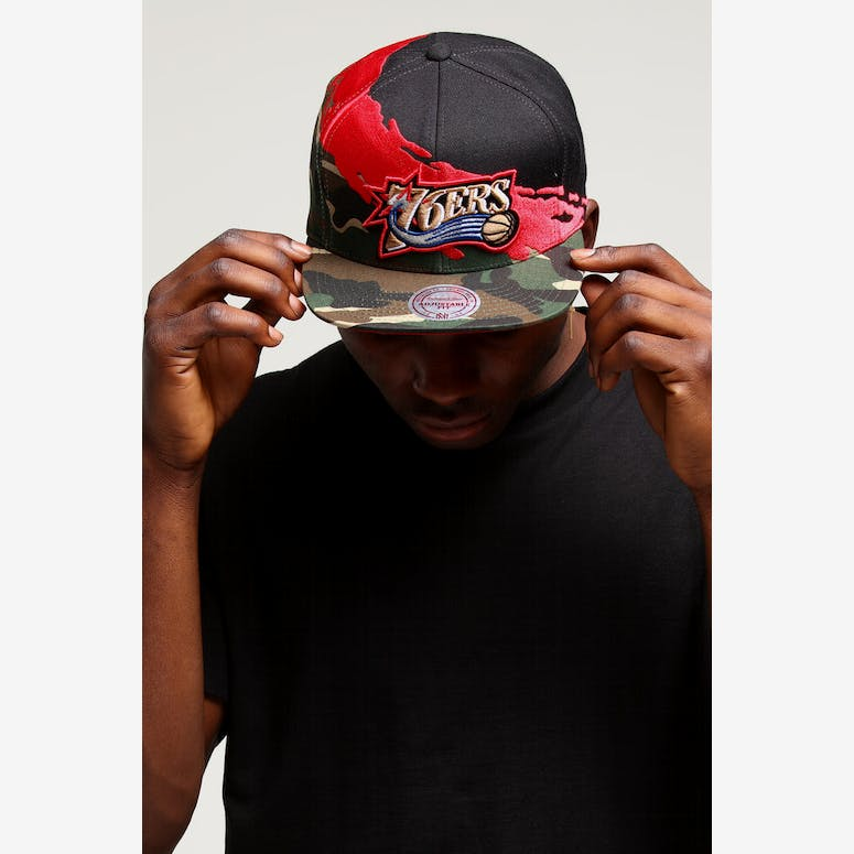 8f1f7686d3f Mitchell   Ness Philadelphia 76ers Camo Paintbrush Snapback Red Black –  Culture Kings