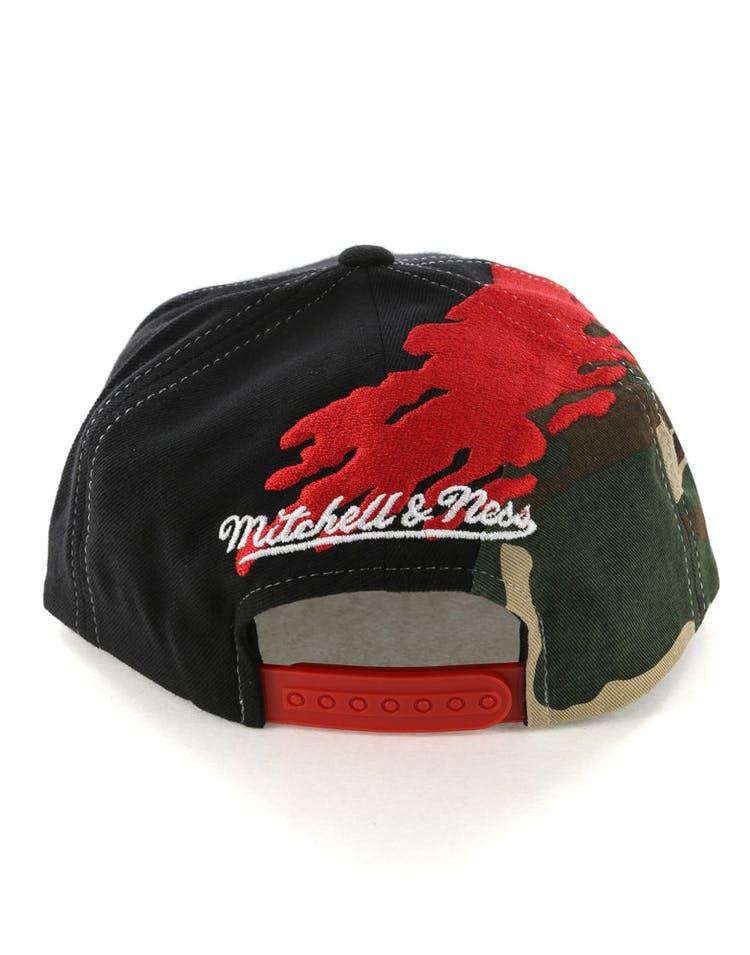 0edbfd02a3a109 Mitchell & Ness Philadelphia 76ers Camo Paintbrush Snapback Red/Black