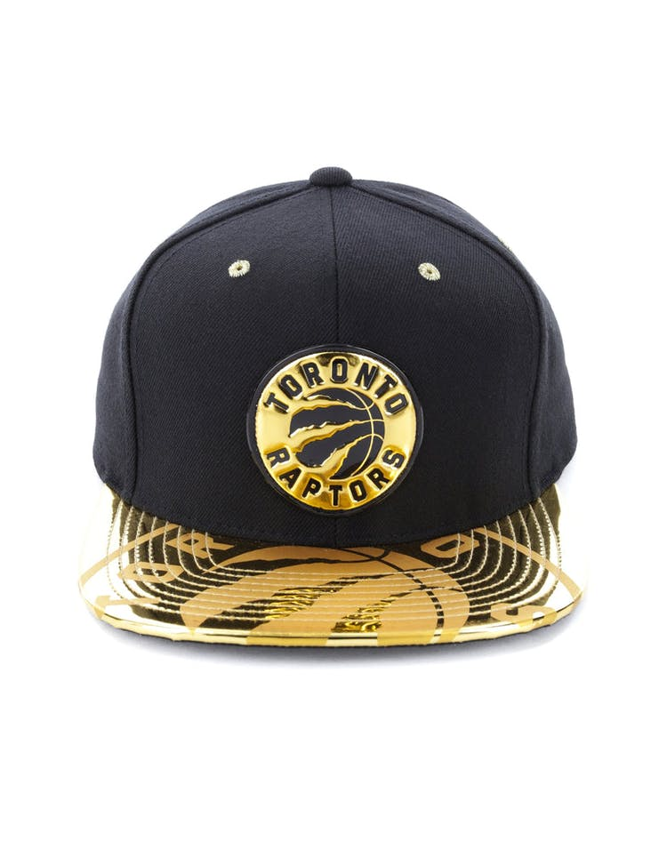 innovative design fa61e 13000 Mitchell   Ness Toronto Raptors Gold Standard Snapback Black Gold – Culture  Kings