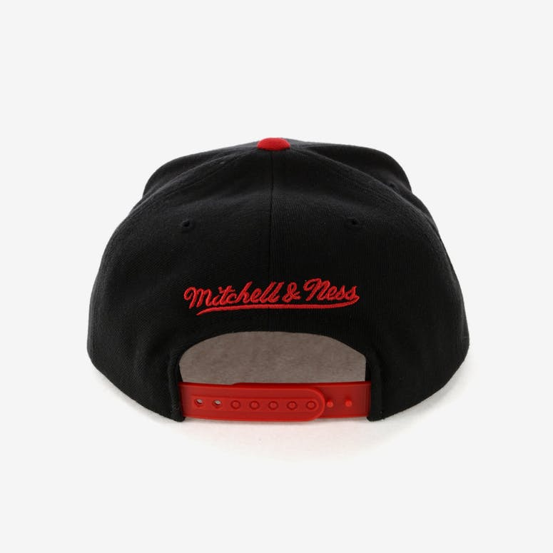 239649b3a20 Mitchell   Ness Chicago Bulls Satin Fused Snapback Black Red ...