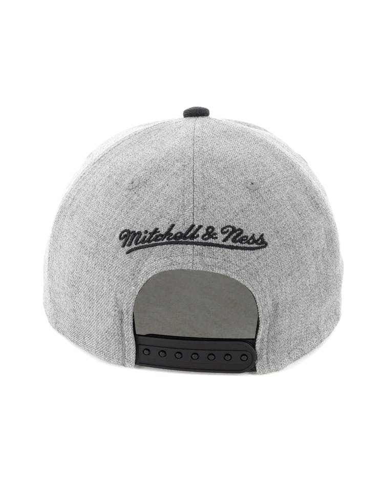 online store 14fb3 1d2b7 Mitchell   Ness Oklahoma City Thunder Crop XL Snapback Grey