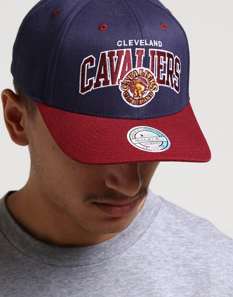 67e6a886 Mitchell & Ness Cleveland Cavaliers HWC Arch 110 Snapback Navy/Maroon