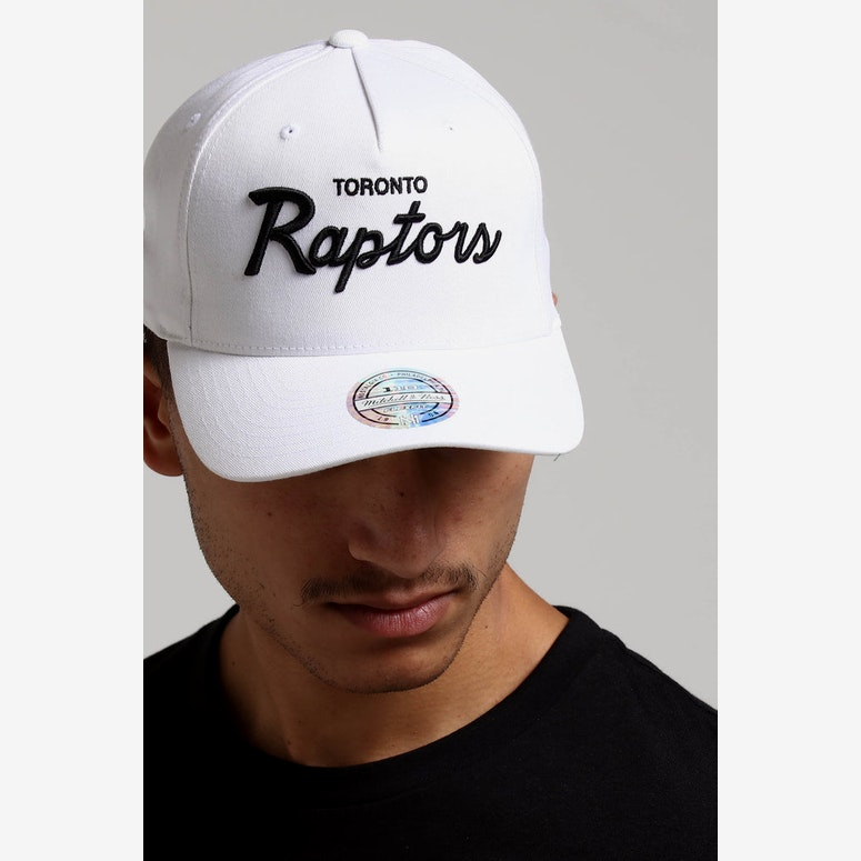 3179a1d90cd Mitchell   Ness Toronto Raptors Basic Script 110 Snapback White Black –  Culture Kings