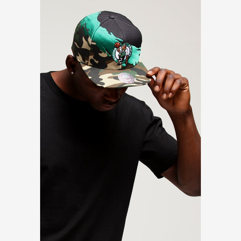 c1d4404f3be Mitchell   Ness Boston Celtics Camo Paintbrush Snapback Green Black –  Culture Kings