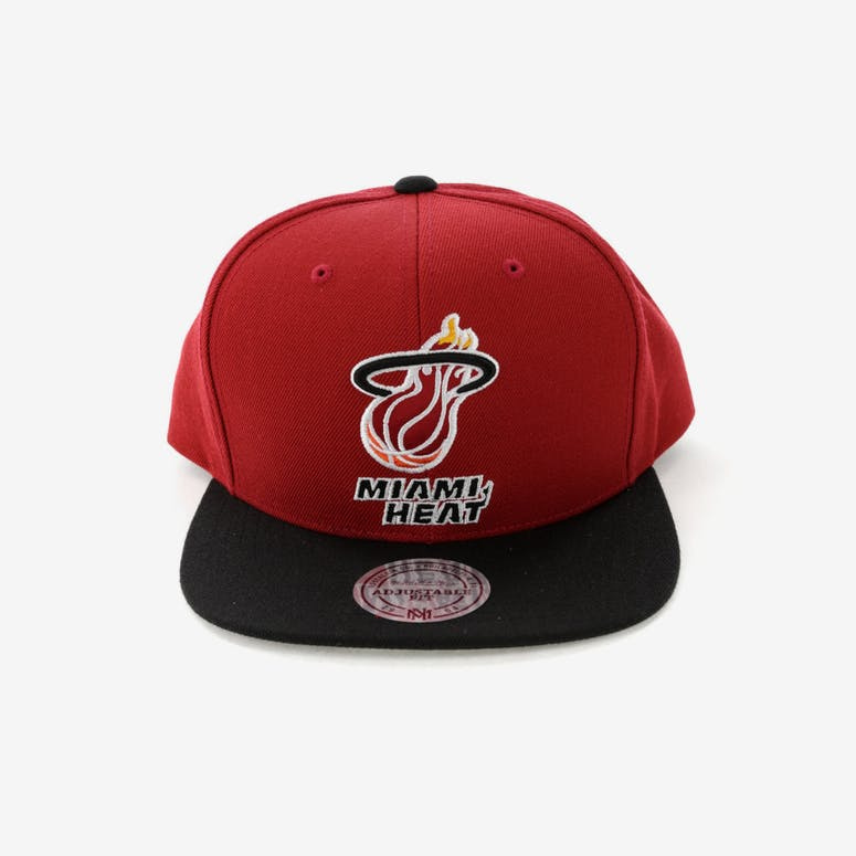 63117863fc7 Mitchell   Ness Miami Heat Satin Fused Snapback Red Black – Culture ...