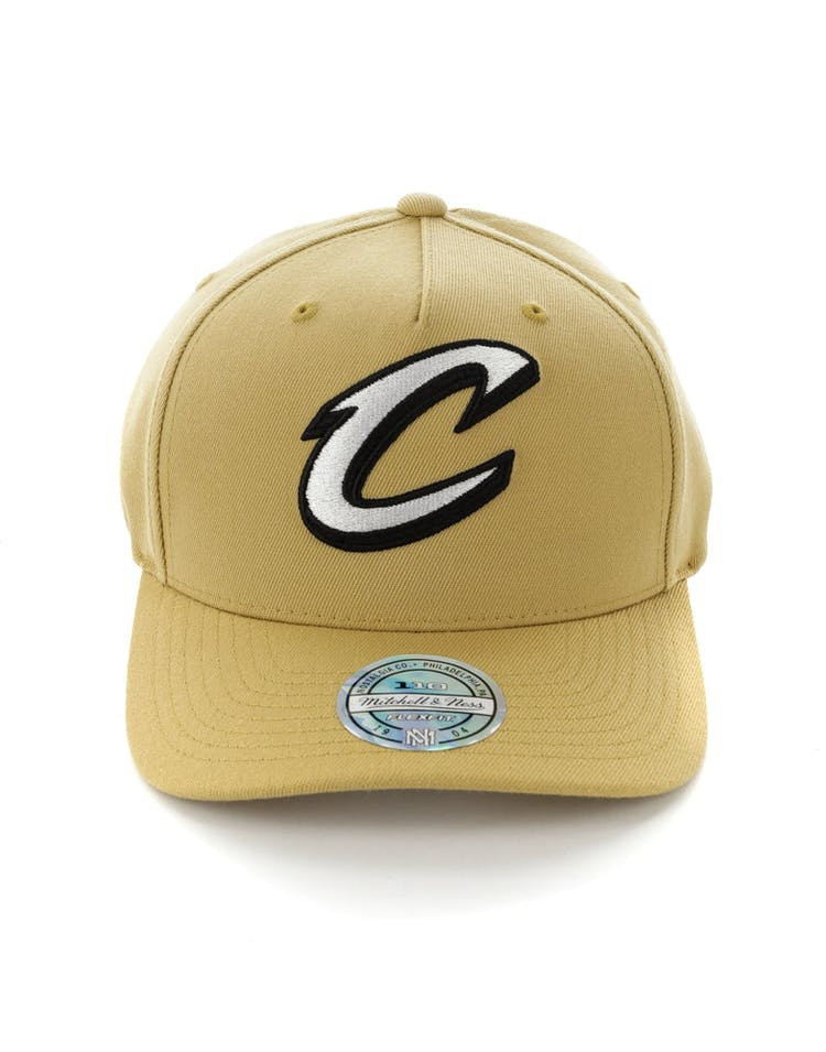 reputable site 65014 557ca Mitchell   Ness Cleveland Cavaliers 110 Pinch Panel Snapback Wheat