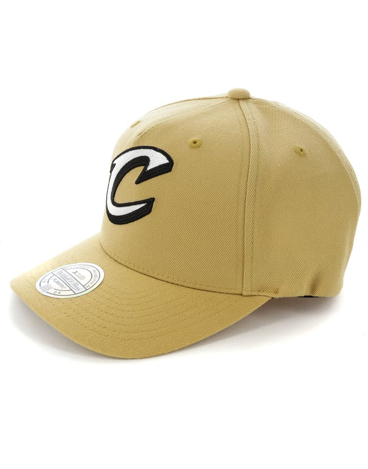 reputable site ec956 4c504 Mitchell   Ness Cleveland Cavaliers 110 Pinch Panel Snapback Wheat
