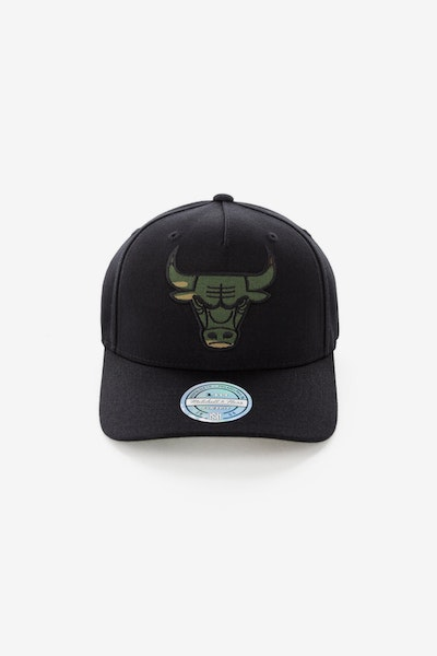 Mitchell & Ness Chicago Bulls 110 Pinch Panel Snapback Black/Camo