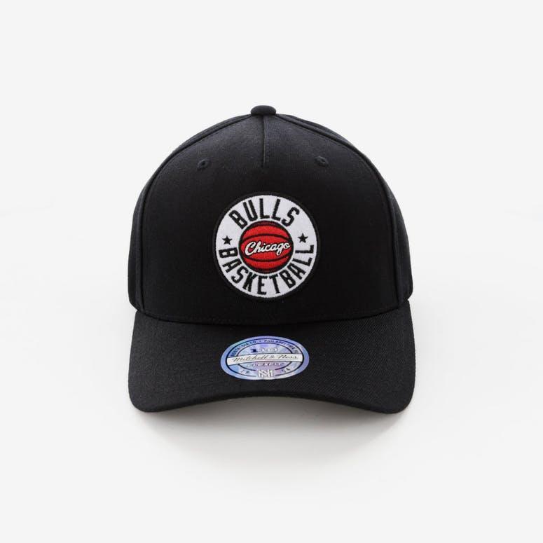 410659b2b06 Mitchell   Ness Chicago Bulls Full Court Logo 110 Flex Snapback – Culture  Kings