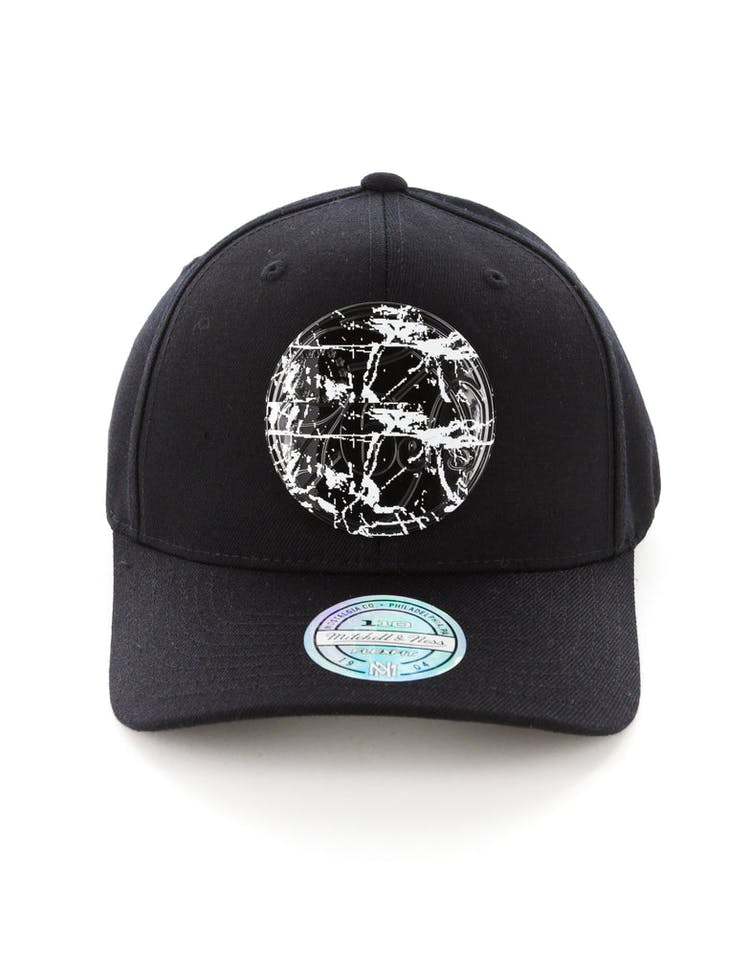69b38b45b Mitchell & Ness Philadelphia 76ers 110 Flex Snapback Black Marble