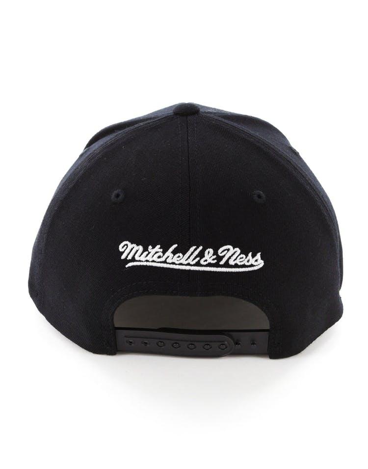 big sale 76a26 60d5b Mitchell   Ness Philadelphia 76ers 110 Flex Snapback Black Marble
