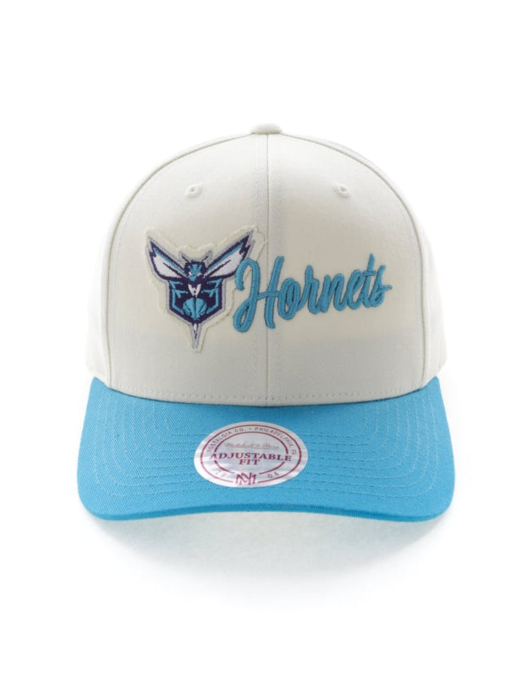 newest collection 9ba1e 95cea Mitchell   Ness Charlotte Hornets Vintage 110 Snapback Vintage Off White