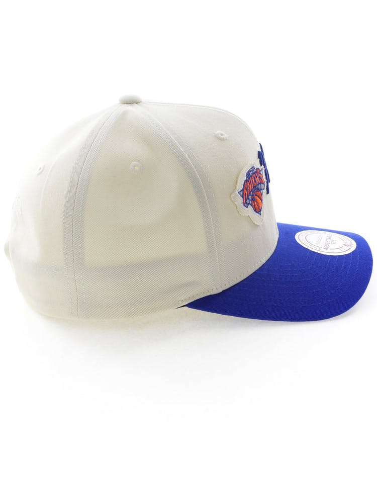new concept 19bae f4c77 Mitchell   Ness New York Knicks Vintage 110 Snapback Vintage Off White