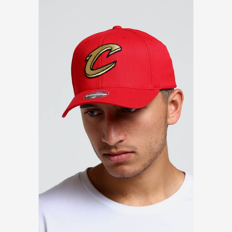 a45a64e4fdb Mitchell   Ness Cleveland Cavaliers 110 Snapback Red Gold – Culture Kings