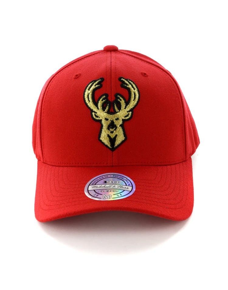 quality design 375d2 198bd Mitchell   Ness Milwaukee Bucks 110 Snapback Red Gold