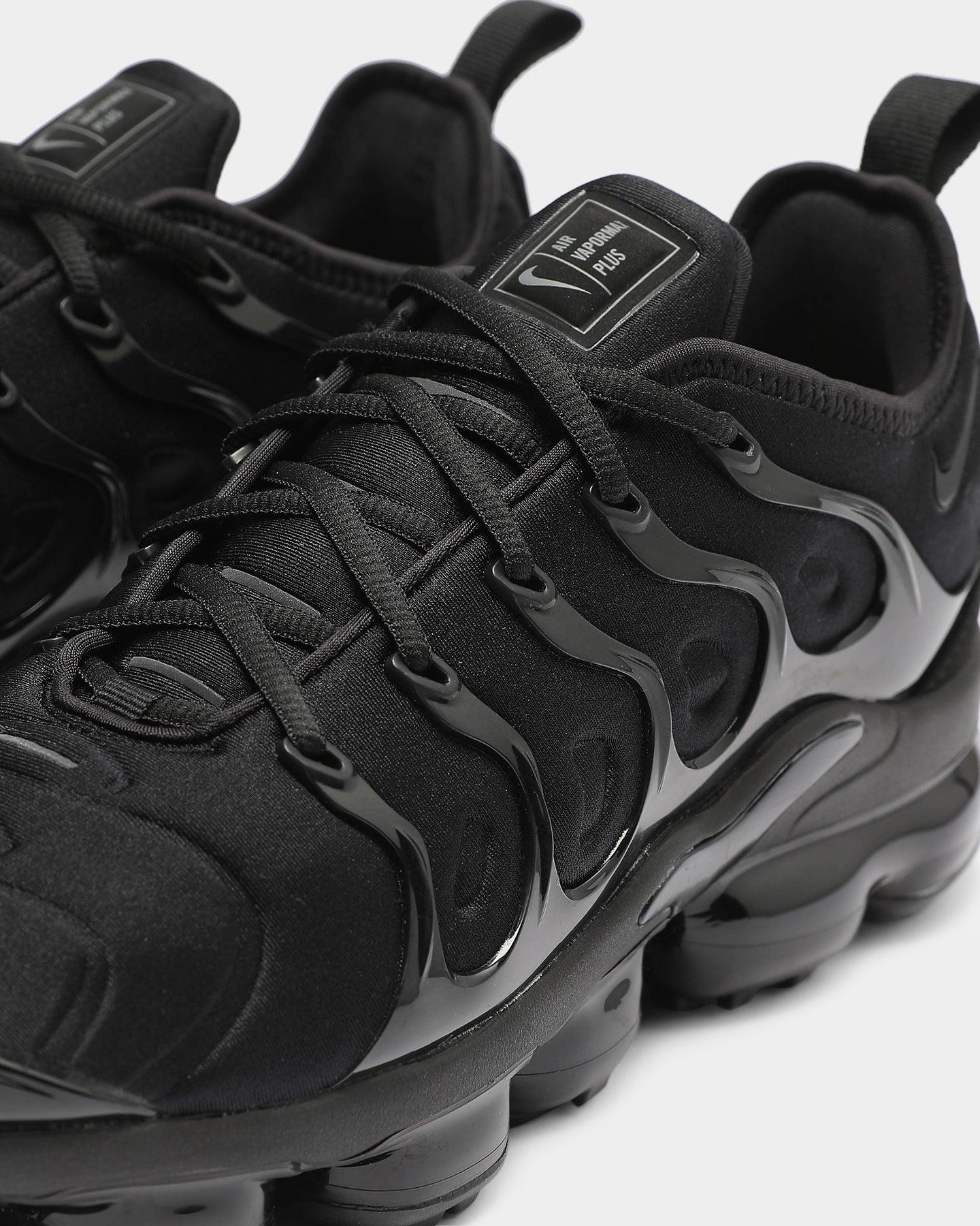 black on black nike vapormax