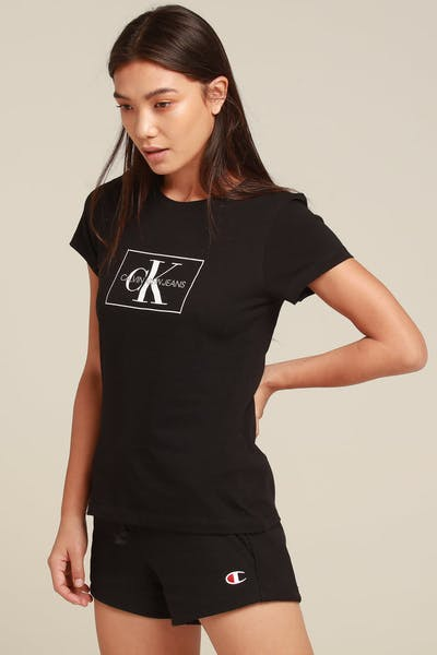 b62e09e50d913 Calvin Klein Women s Outline Monogram Slim Fit Black White