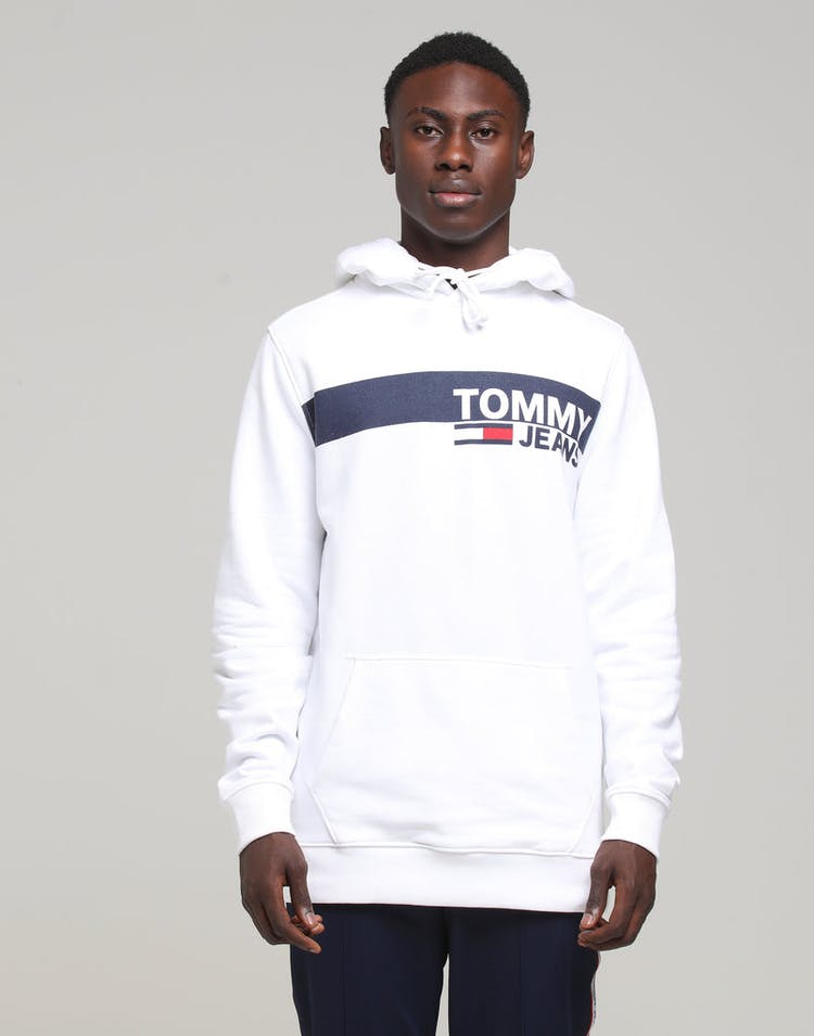 c88c28b2 Tommy Jeans TJM Essential Graphic Hoodie Classic White – Culture Kings