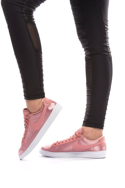 9afc2f51859 NIKE WOMEN S BLAZER LOW SE Pink White