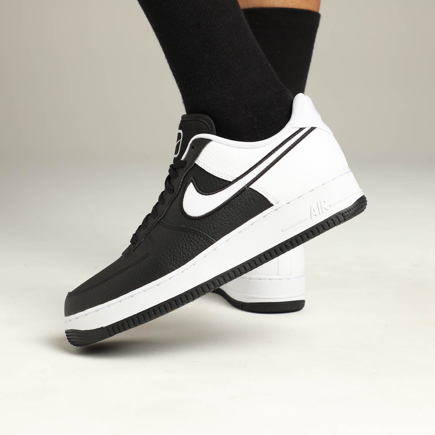 AUTHENTIC NIKE AIR FORCE 1 `07 LV8 Low Black White Grey AO2439 002 Men size   eBay