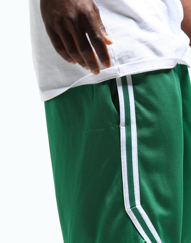 df1393c105c Nike Boston Celtics Swingman Short Road 18 Clover/White