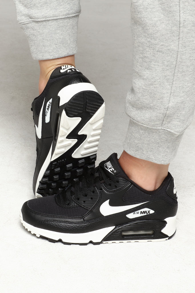 Details about New NIKE Shox NZ Premium Sneaker Mens blackwhiteblack all sizes