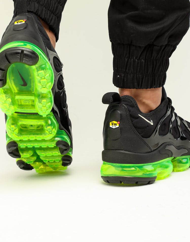 pretty nice f4308 aa4fc Nike Air Vapormax Plus Black/Silver/Volt