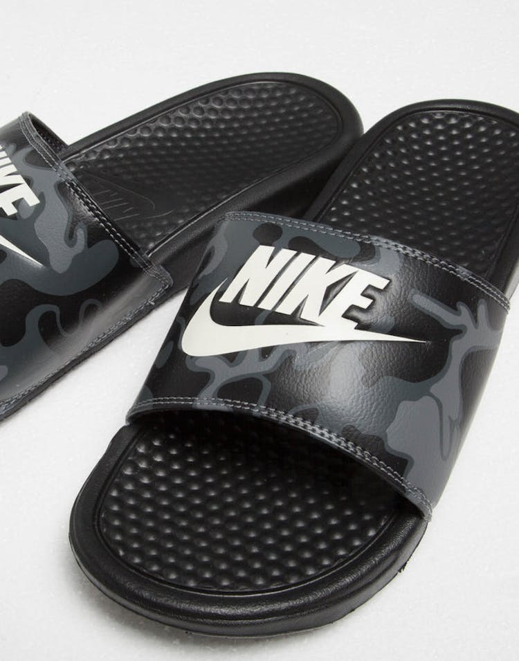 reputable site e50bf 4fc16 Nike Benassi