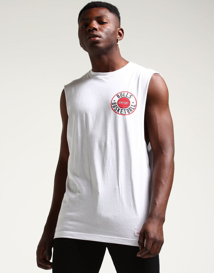 Mitchell & Ness Chicago Bulls Full Circle Logo Muscle White