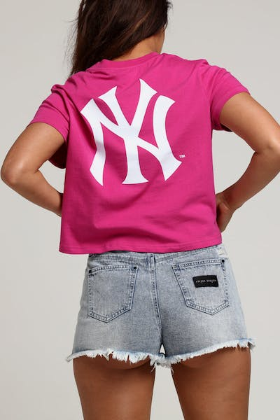 Majestic Athletic Women's New York Yankees Camila Cropped Tee Fuschia