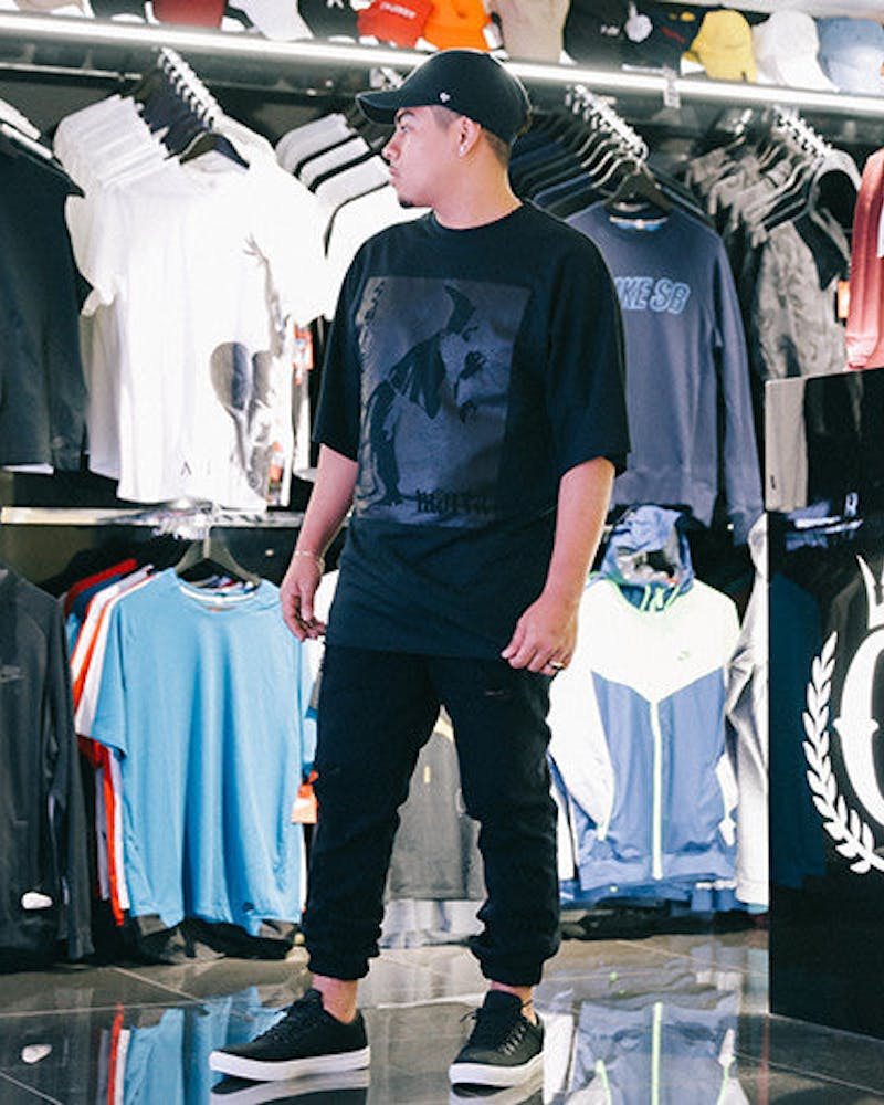 Service Batwing Tee Black