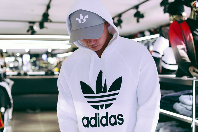 Large Trefoil and adidas wordmark print on front - Regular fit - 70% cotton  / 30% polyester fleece