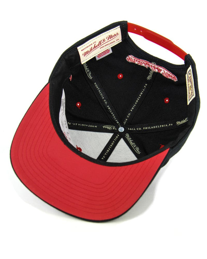 Bulls Reflect Arch Snapback Black/red/white