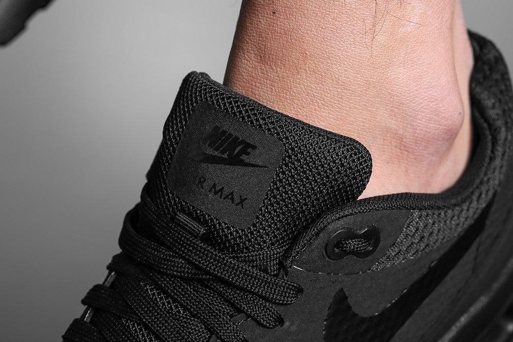 nike air max 1 essential all black