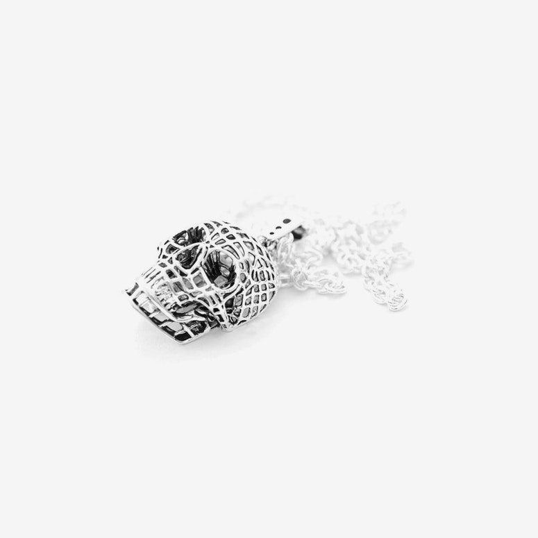 the Mesh Skull Necklace Silver/black