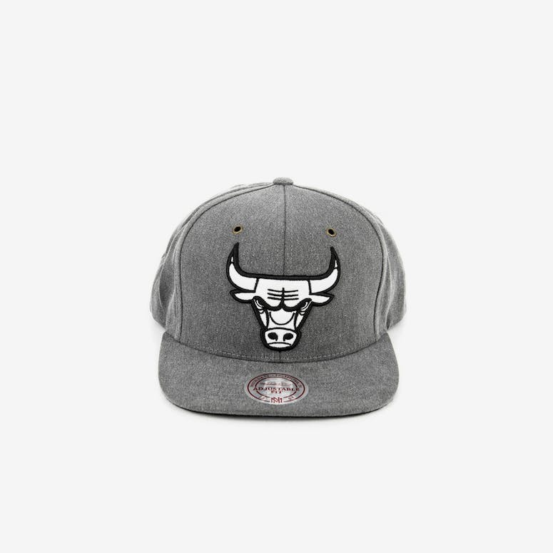 47999336300 Mitchell   Ness Chicago Bulls Snapback Black – Culture Kings