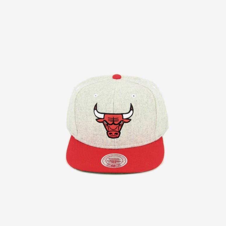 Mitchell   Ness Bulls Melange Snapback Grey red – Culture Kings 3c5973f2f54a