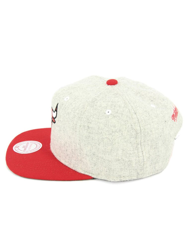 d80336cff11f3 Mitchell   Ness Bulls Melange Snapback Grey red – Culture Kings