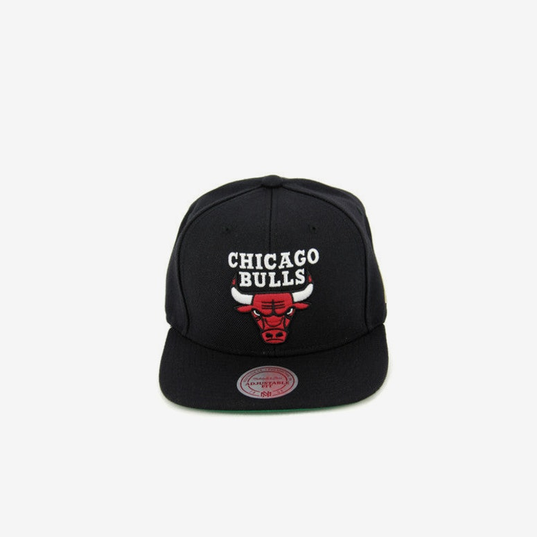 Bulls Team Logo Snapback Black/red
