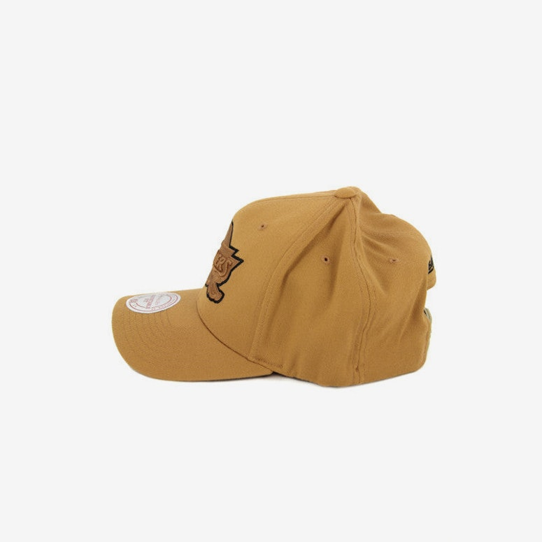 Cavaliers 110 Black Outline Snapback Tan/black